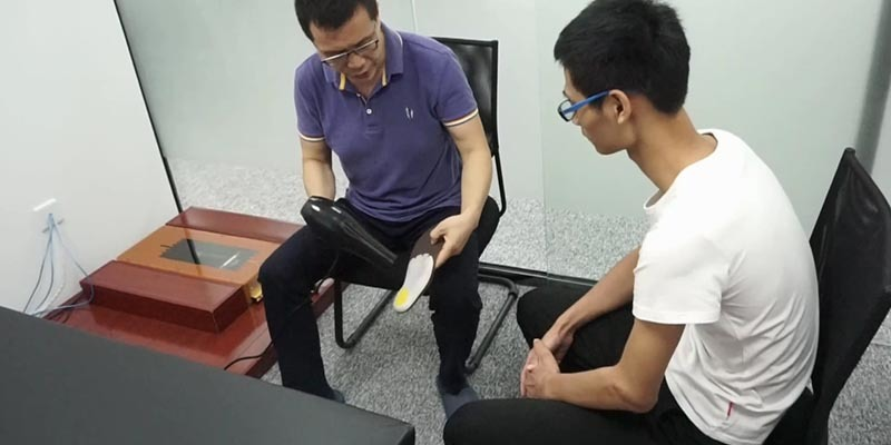 Presentation of the use of thermacell heated insoles for customers